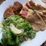 Mini Brunch: Clătite din pesmet, făină albă și semințe, cu brânză pecorino