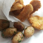 """Cartofi şi """"nuggets"""" de pui – meniu clasic, cu câteva diferenţe"""