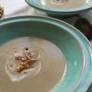 Supa cremă de ciuperci şi tinereţea fără bătrâneţe
