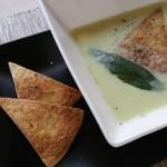 Supă cremă de usturoi (şi crutoane din lipie)