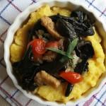 """Fricassee de ciuperci sălbatice relaxate pe """"polenta"""""""