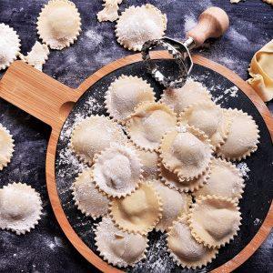 """Simplu ca """"Buon giorno!"""": Cum să faci ravioli (cu ciuperci și brânză) de la zero?"""